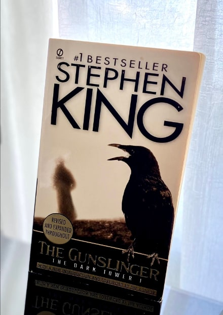 the gunslinger stephen king book cover-min